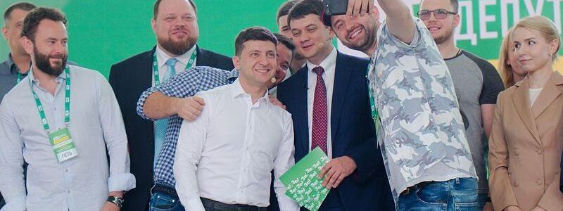 """Коментар: """"Слуга народу"""" – реальний політичний хід Зеленського"""