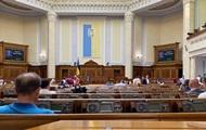 На внеочередное заседание Рады пришли менее ста нардепов